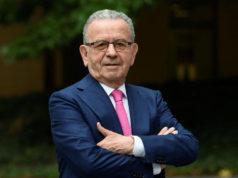 Patrizio Podini premia Franco Maria Ricci al Galà delle Eccellenze Italiane
