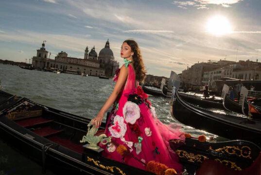 Deva Cassel al Festival di Venezia per Dolce&Gabbana